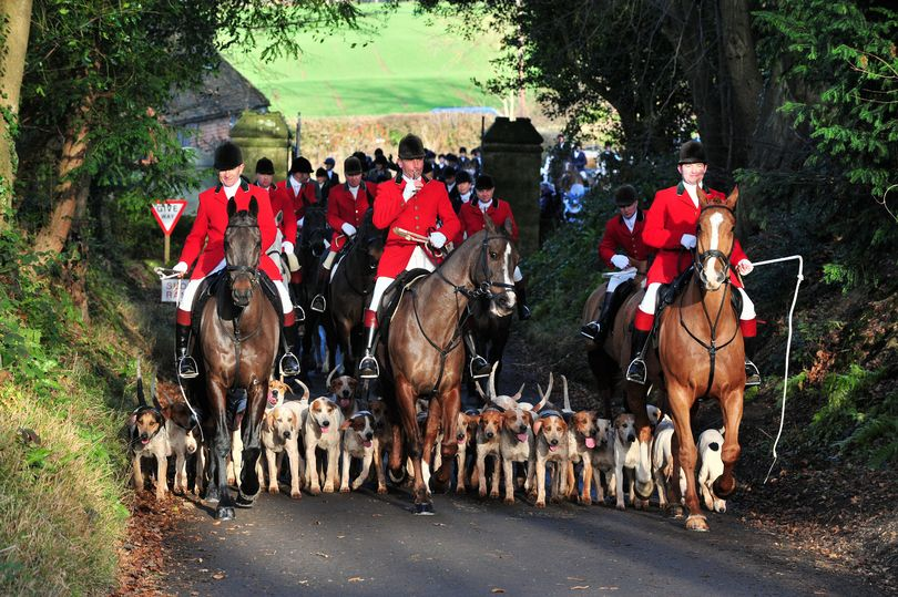 Nigel Farage joins Kent Boxing Day Hunt for early morning pint